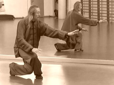 El Maestro Zhang Xiumu recreando el estilo ZhaoBao del TaiChi Chuan.